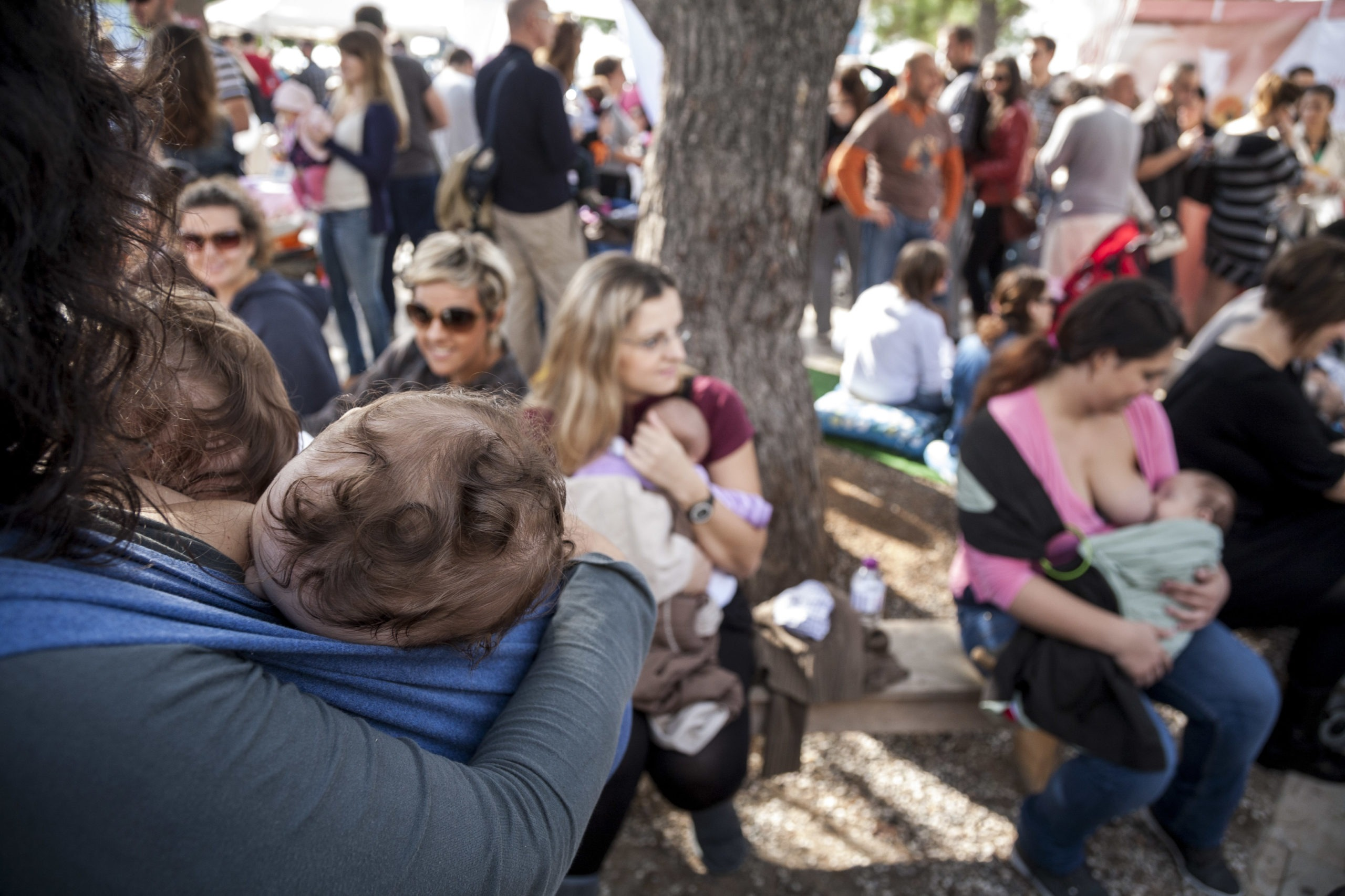 Δημόσιος θηλασμός διαμαρτυρίας στο Cosmos