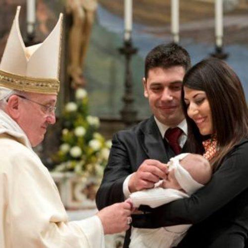 Να θηλάσουν μέσα στην Καπέλα Σιστίνα προέτρεψε τις μητέρες ο Πάπας