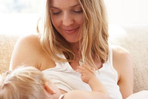 Το Facebook έδωσε «πράσινο φως» στις φωτογραφίες με μητέρες που θηλάζουν