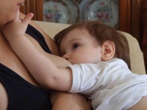 Η ιστορία θηλασμού και αλλεργίας της Βίκυς και της Βάλιας