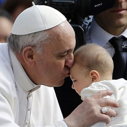 Ο Πάπας προέτρεψε τις γυναίκες να θηλάσουν στην Καπέλα Σιστίνα