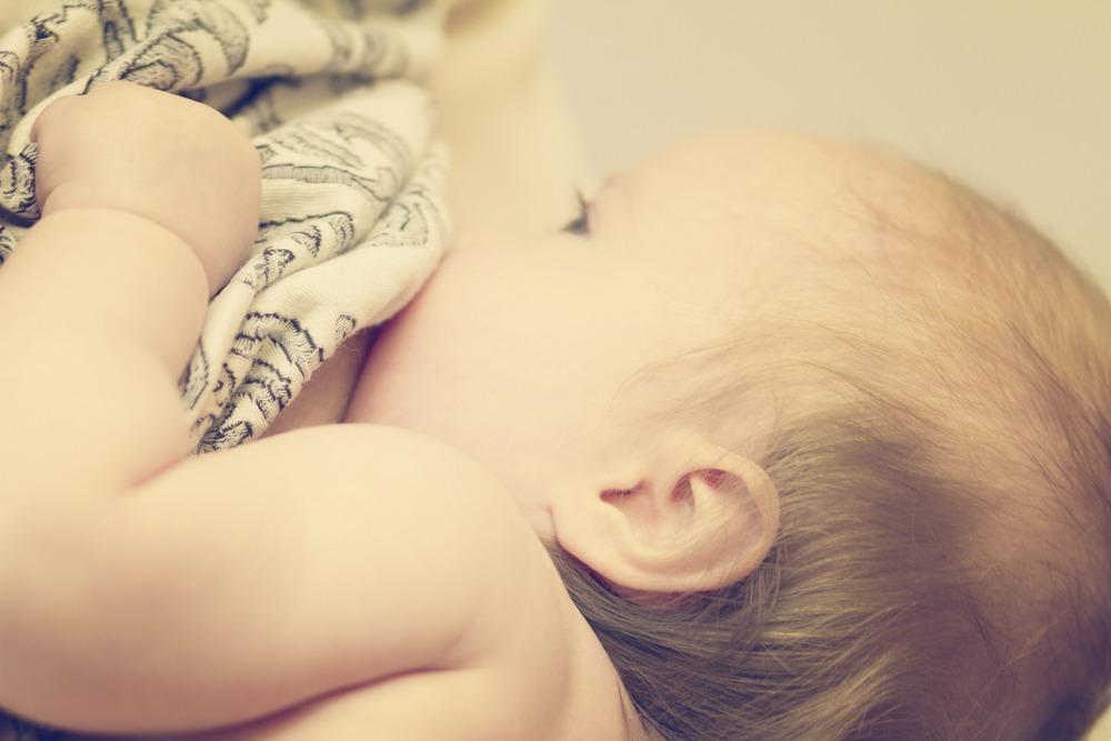 Έρευνα: διαφορετικό το μητρικό γάλα ανάλογα με το φύλο του παιδιού